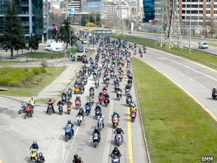 Поставиха първата мантинела, която ще предпазва мотористи при пътни инциденти
